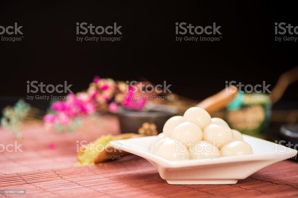 Japanische Dango Dessert Mit 3 Verschiedenen Farbe In Pink Weiß Und