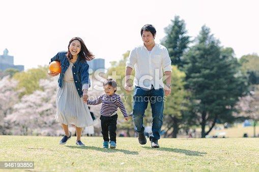 istock Japanese family enjoying their time in spring 946193850