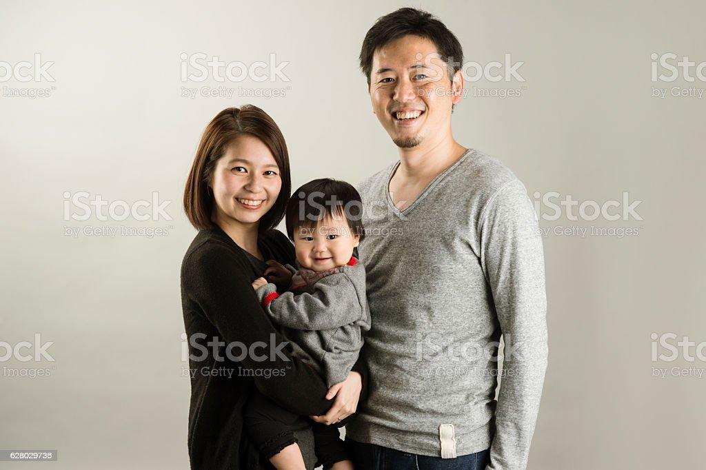 Japanese family  in studio shot - 20代のロイヤリティフリーストックフォト