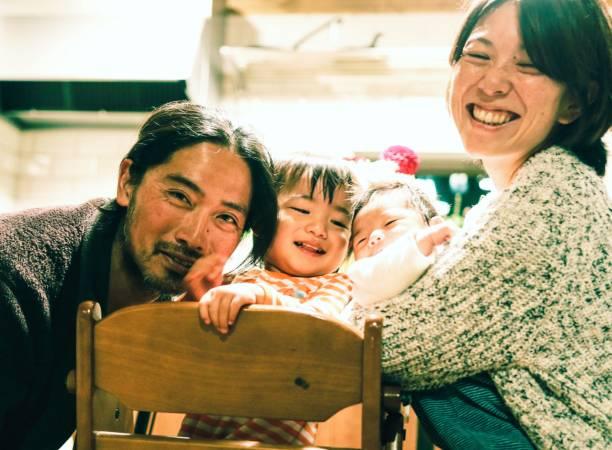 日本の家族 - 家族写真 ストックフォトと画像