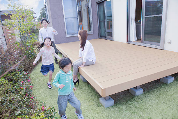 japanese family playing outside - デッキ ストックフォトと画像