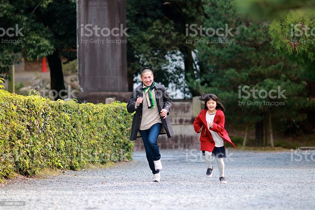 Japanese family running at  Sanmon area of Tofuku temple stock photo