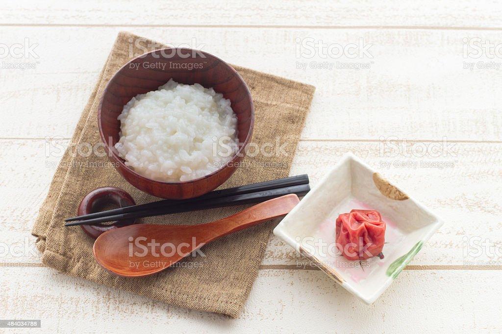 日本の食べ物、ピクルスプラムも同時に、中国粥 ストックフォト