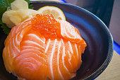日本料理サーモン ドンやトビコ サーモン丼