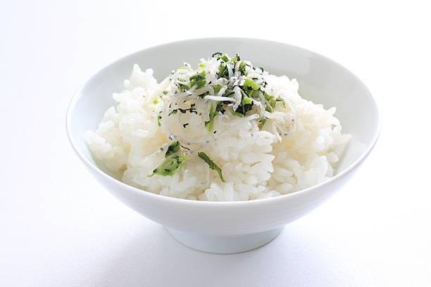 日本の食べ物、蒸したパール米 - ご飯茶碗 ストックフォトと画像
