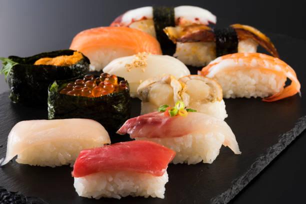 日本食、寿司の盛り合わせ - 寿司 ストックフォトと画像