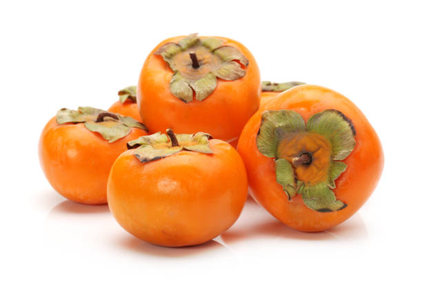 japanese fuyu persimmon on white background - diospiro imagens e fotografias de stock