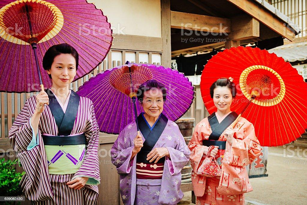 Fotografía de Geisha Japonés Y Maiko Niñas En Kimonos Tradicional y ...