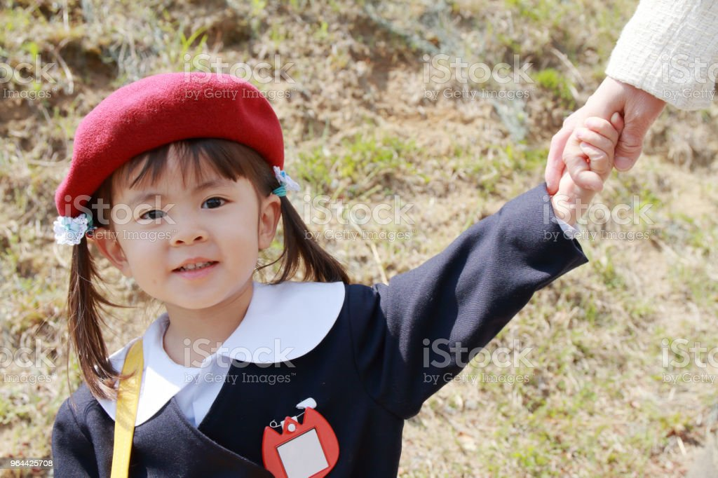 Japanese girl in kindergarten uniform clasping her mother's hand (3 years old) - Royalty-free 2-3 Years Stock Photo