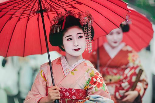 Maiko girls, Geisha apprentices, Kyoto, Japan