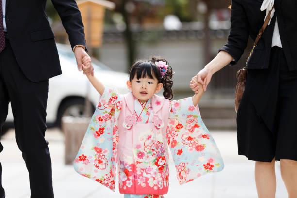Japanische Mädchen tragen Kimonos – Foto