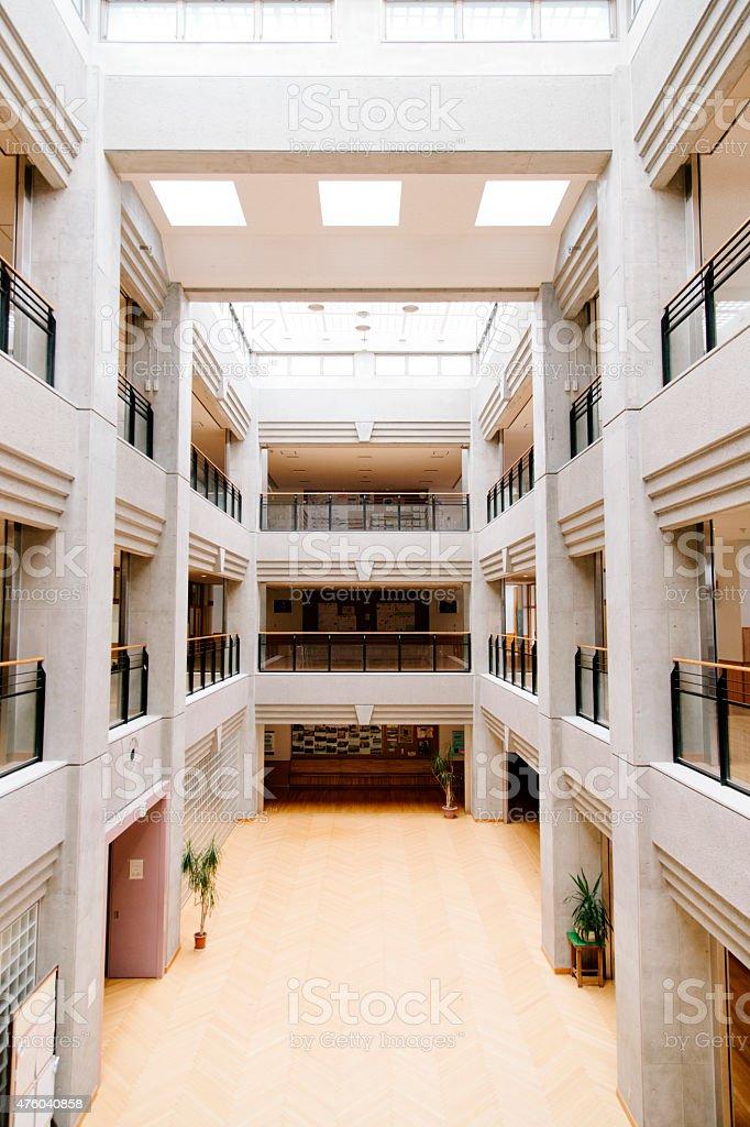 Japonais Lycée Atrium Central Dun Hall Dentrée Une Architecture ...