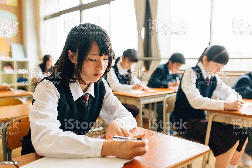 日本の高校生検査の実行 ストックフォト