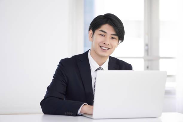 日本人男性ビジネスマン - リモート ストックフォトと画像