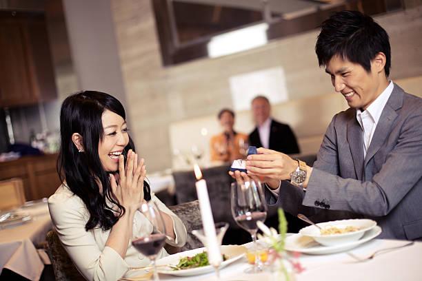 日本のカップル嵌 - 婚約 ストックフォトと画像