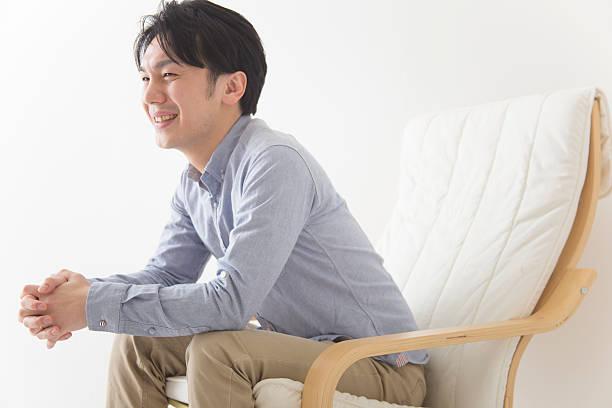 日本男性のラウンジ - 男性 笑顔 ストックフォトと画像