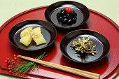 日本の新年のお祝いのお食事、おせち料理
