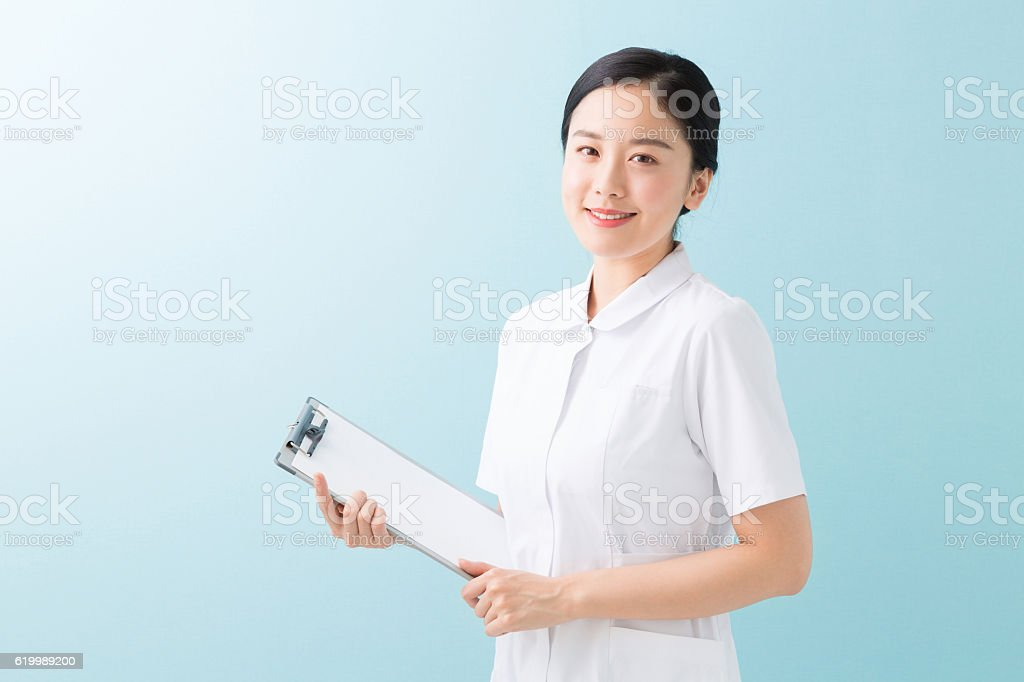 Japanese nurse woman holding a clip board圖像檔