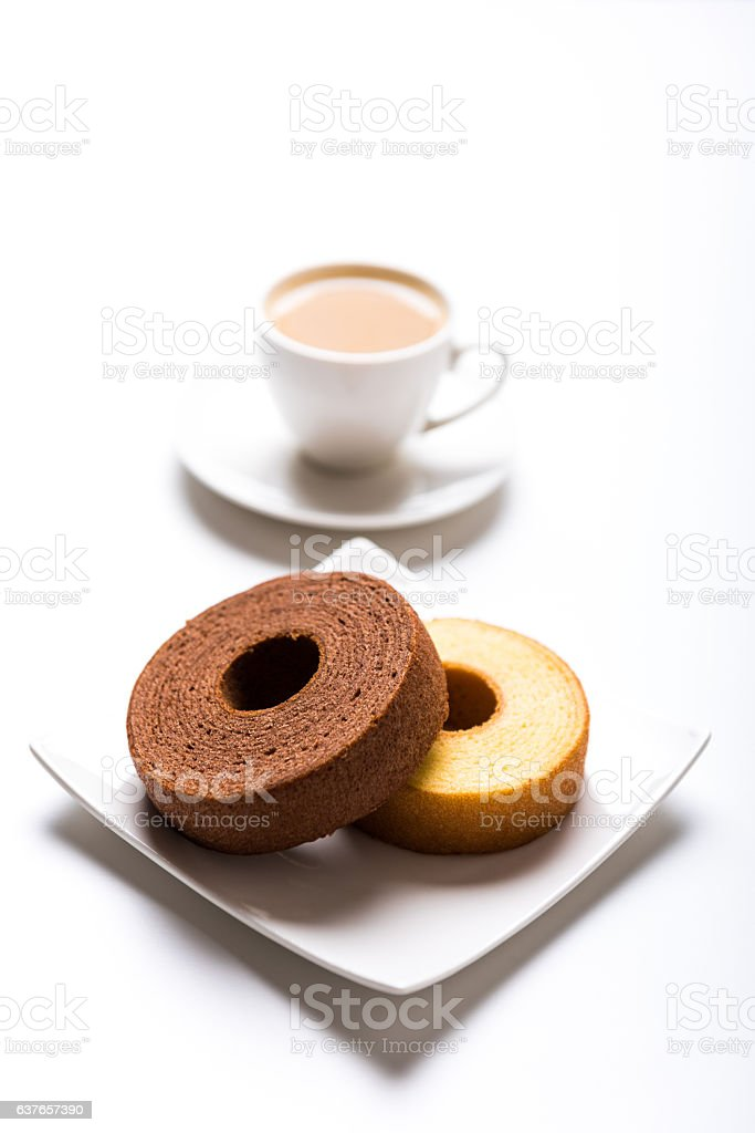 Japanese plain and chocolate baumkuchen with coffee – Foto