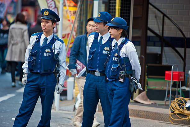 日本 Policemen や婦人警官に東京のストリート ストックフォト