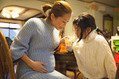 istock Japanese pregnant mother and daughter 629285524