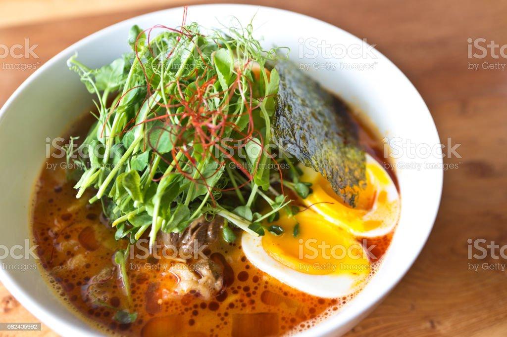 Japanische Ramen-Nudeln in Suppe Suppe mit Schweinefleisch und Ei Lizenzfreies stock-foto