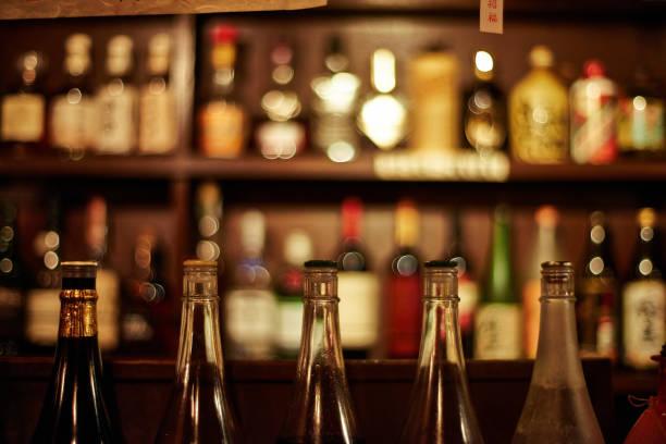 日本日本酒バー - バーカウンター ストックフォトと画像