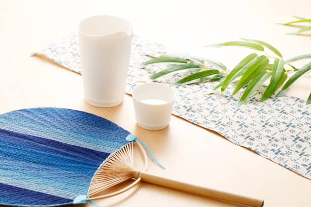 japanischer sake-bild - japanischer fächer stock-fotos und bilder
