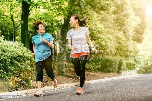 istock Japanese senior women running 488393008