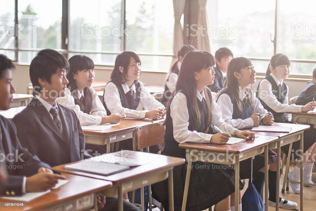 日本の学生を聞きながらの先生のスクール形式 ストックフォト