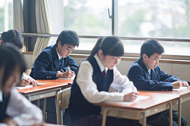 日本の学生ののスクール形式 - 制服 ストックフォトと画像
