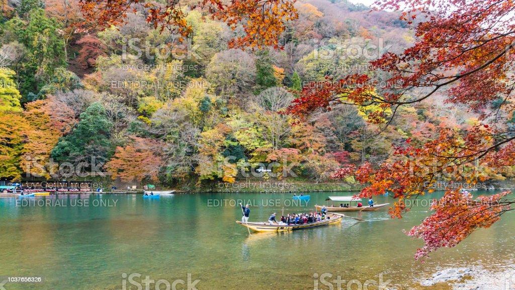 Japanese style boat sailing in autumn at arashiyama kyoto - foto stock