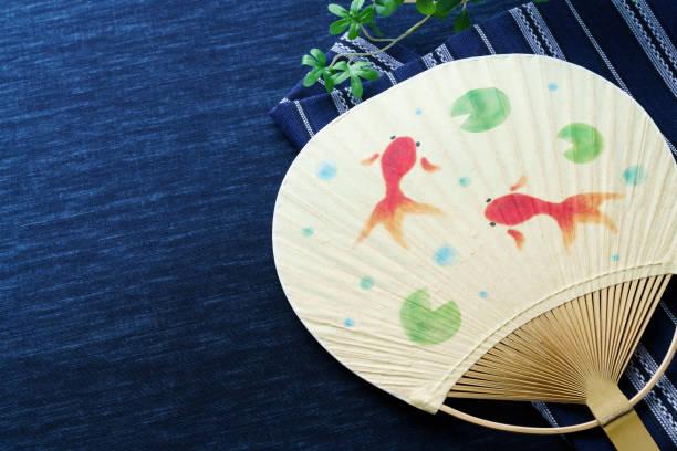 日本のファンとの日本の夏のシーン。(夏の画像) - 七夕の写真 ストックフォトと画像