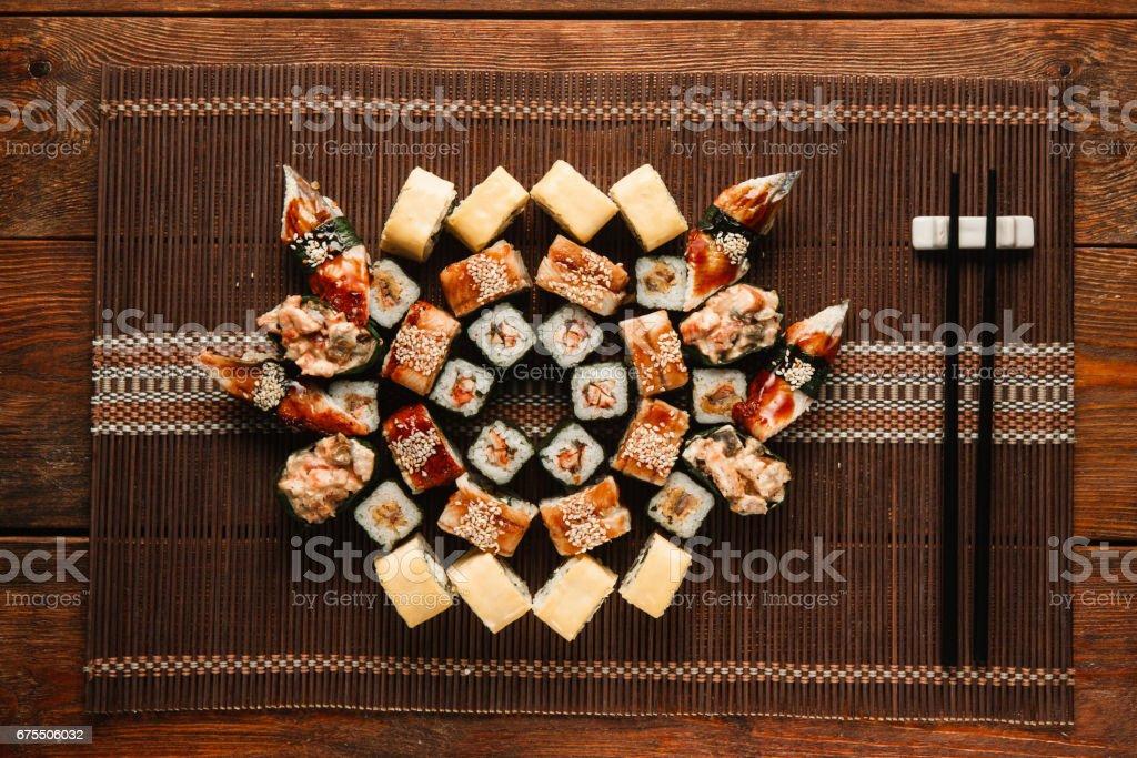 Japonais sushi set assorties, plat laïque. Art de la nourriture. photo libre de droits