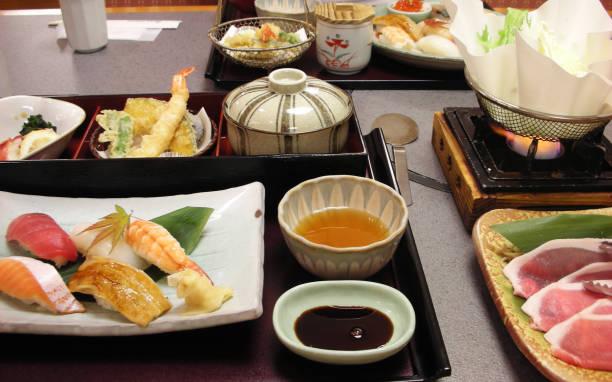 set de sushi japonés almuerzo - pez sierra fotografías e imágenes de stock