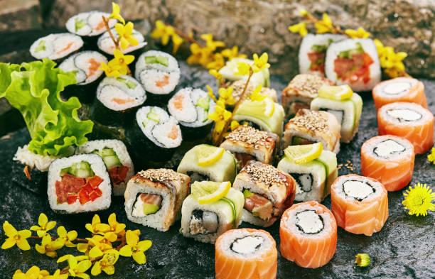 日本の寿司セット - 和食 ストックフォトと画像