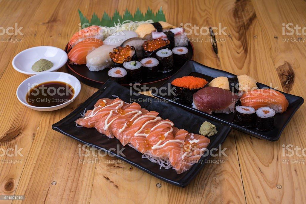 Ensemble de délicieux sushis japonais  photo libre de droits