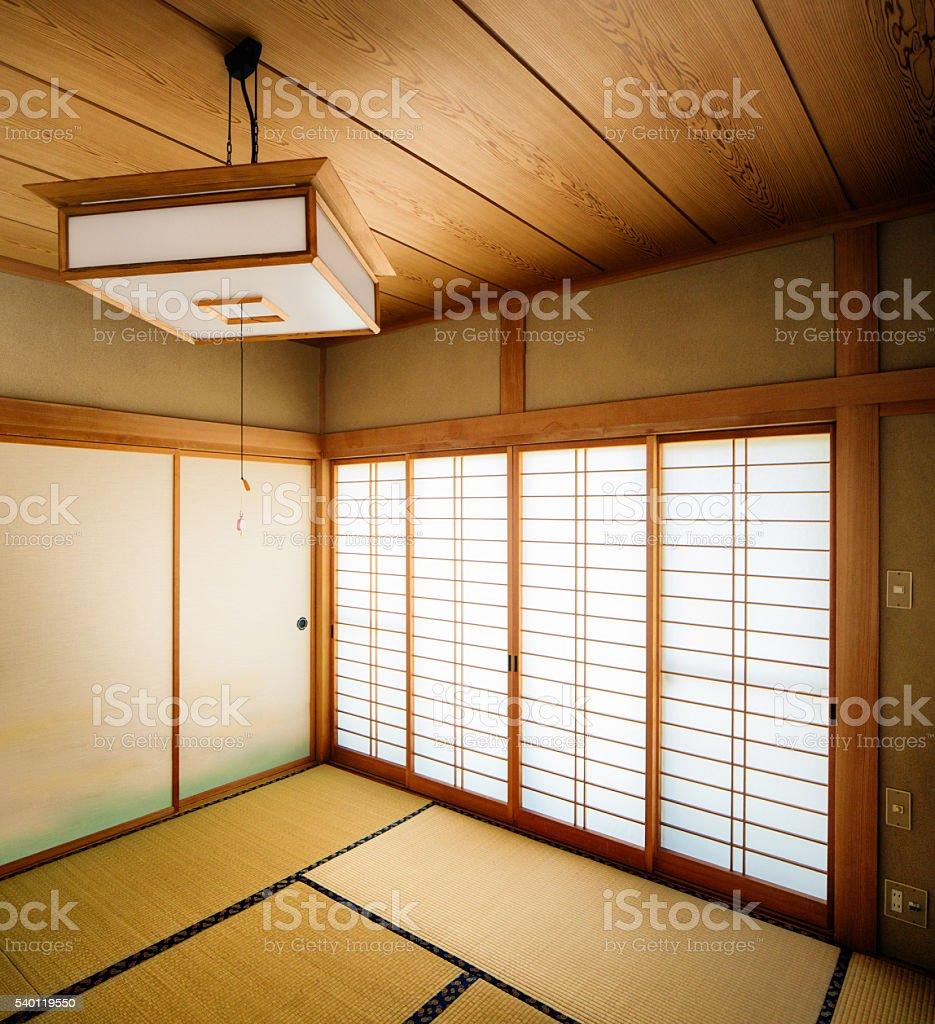 Japanischer Tatamizimmer Mit Eckblick Mit Hangende Lampe Stock