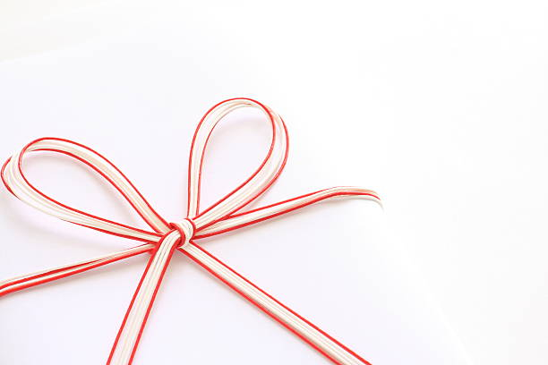 японские традиционные красные и белые ленты - мидзухики стоковые фото и изображения