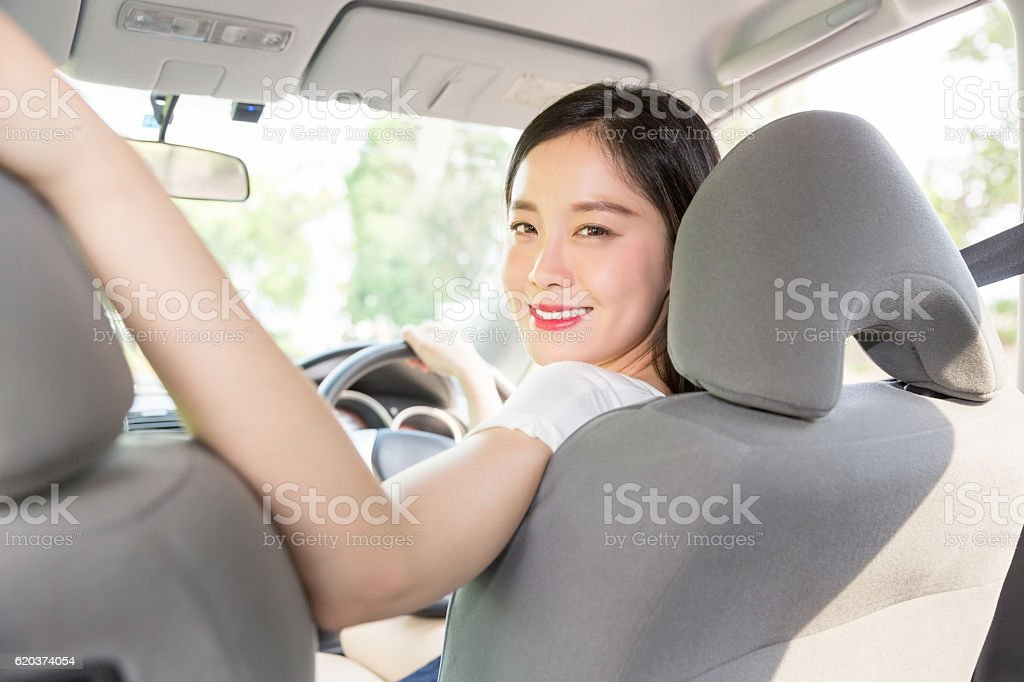 Japanese woman driving a car foto de stock royalty-free