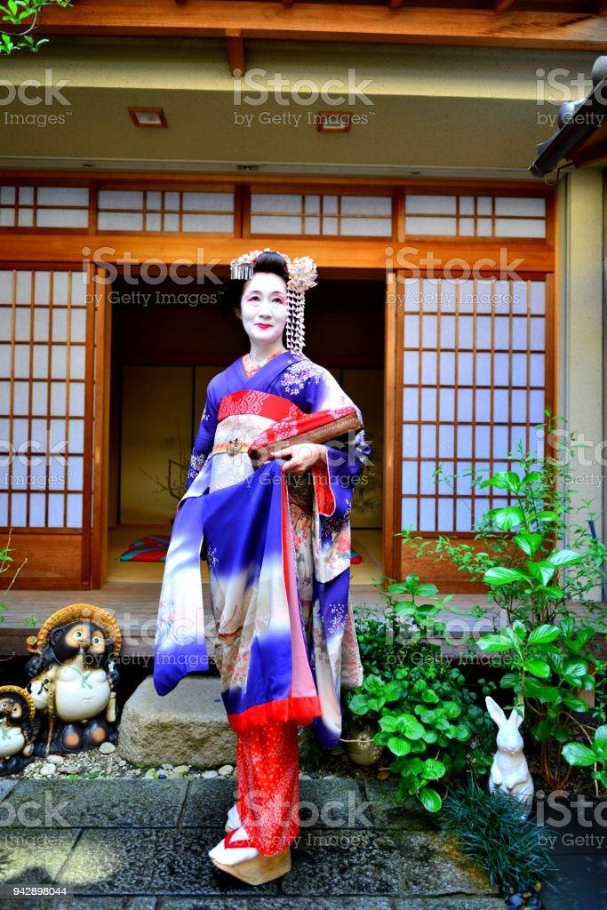 Japanische Frau Maiko Mit Kostum Und Frisur In Kyoto Maiko Erleben Stockfoto Und Mehr Bilder Von Auszubildender