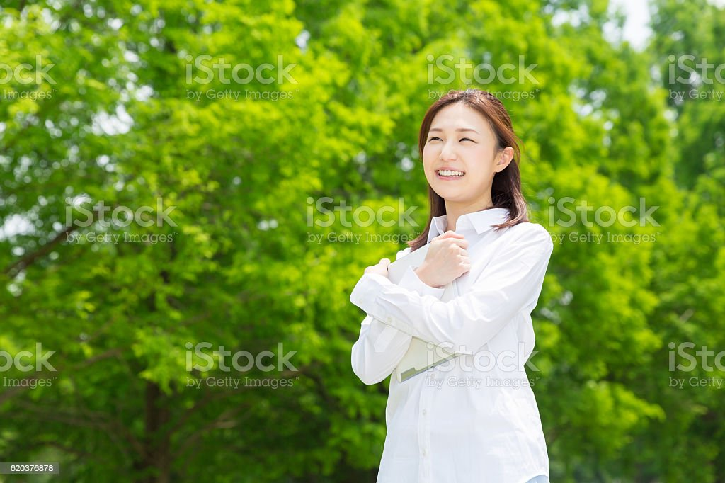 Japanese woman holding a tablet foto de stock royalty-free