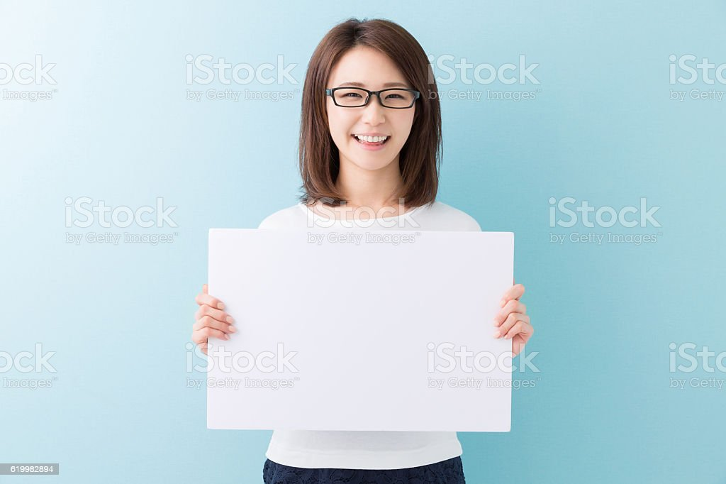 Japanese woman holding a white board ストックフォト