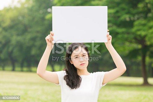 Japanese Woman Holding A White Board - Stockowe zdjęcia i więcej obrazów Azjaci
