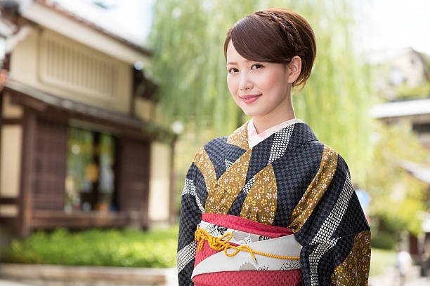 japanese woman in traditional kimono - kimono stock-fotos und bilder