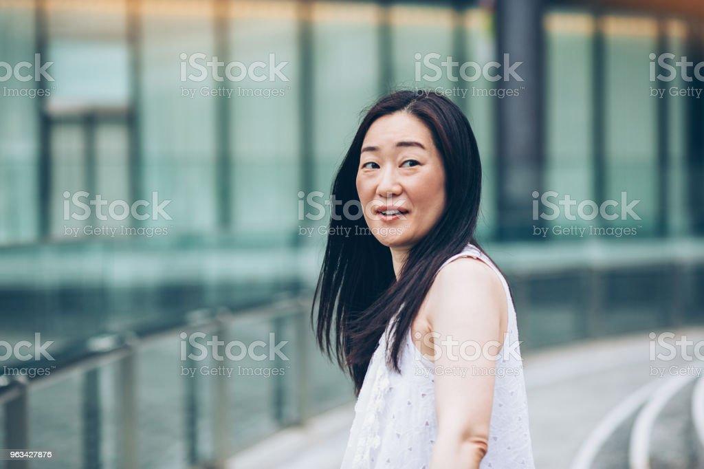 Femme japonaise dans le dos - Photo de Adulte libre de droits