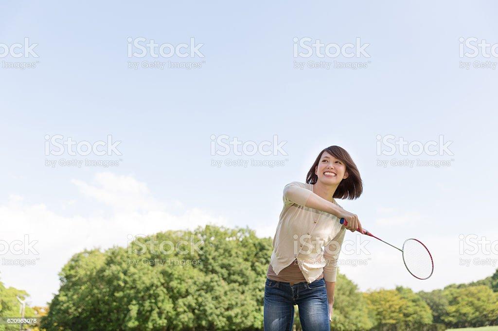 Japanese woman playing badminton ストックフォト