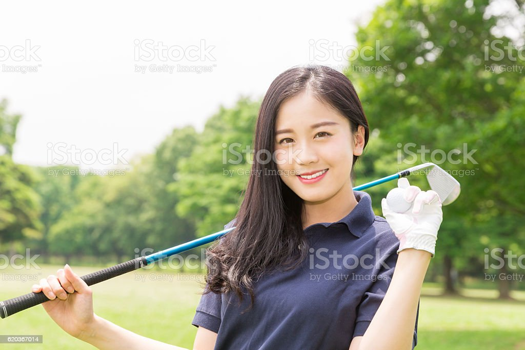 Japanese woman playing golf zbiór zdjęć royalty-free