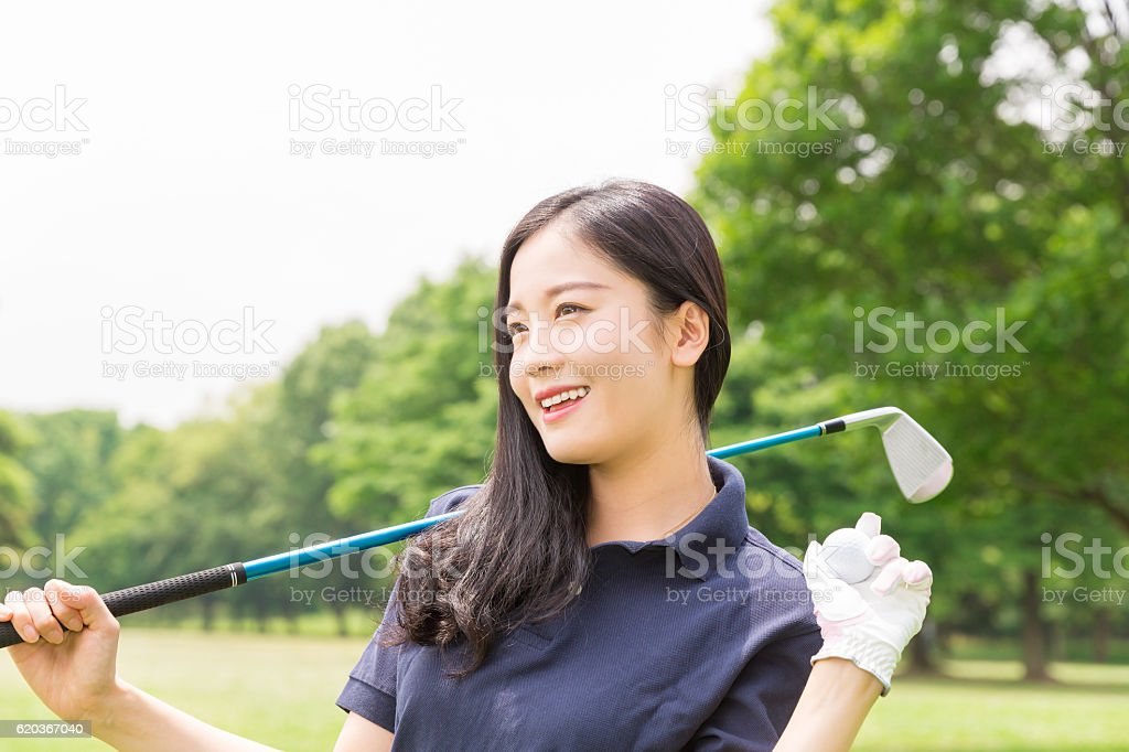 Japanese woman playing golf foto de stock royalty-free