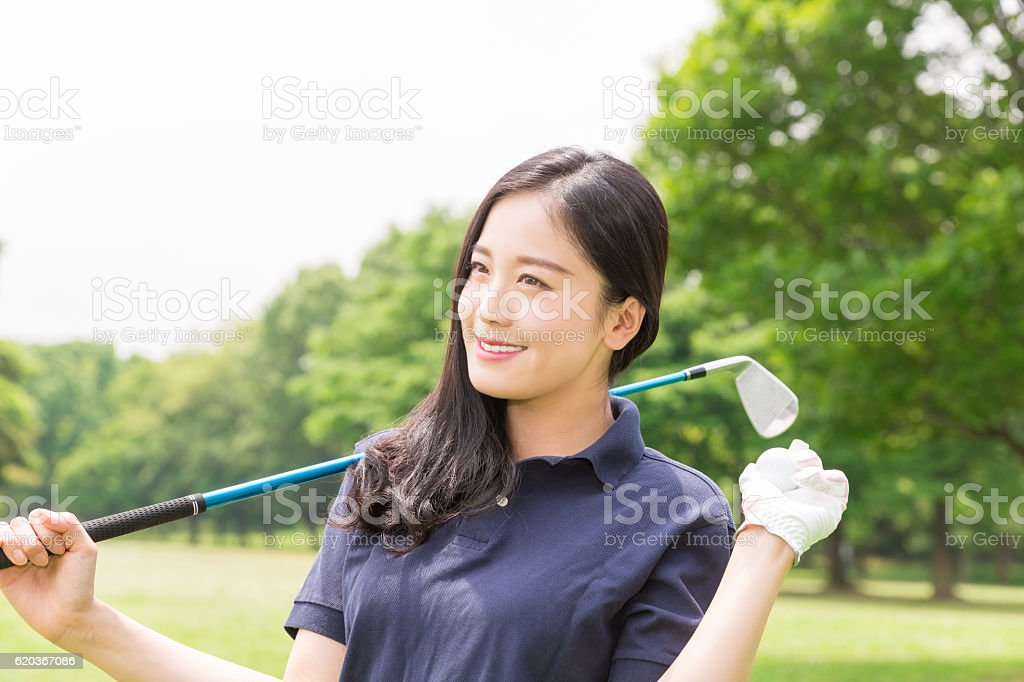 Japanese woman playing golf zbiór zdjęć royalty-free
